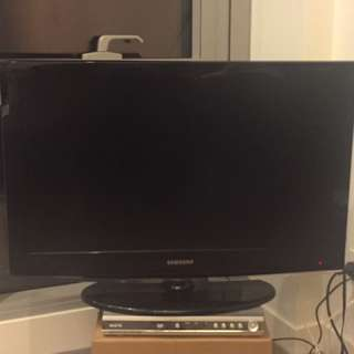 """32"""" Samsung Tv and DVD player"""