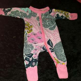 BONDS: Wondersuit Newborn 0000 - (EUC)
