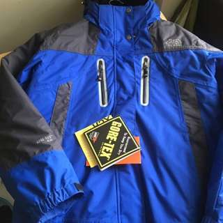 The NORTH FACE Summit with GORE-TEX Technology