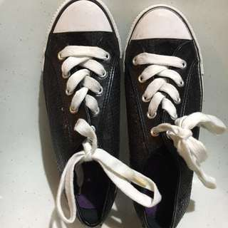 Black Sequenced rubber shoes