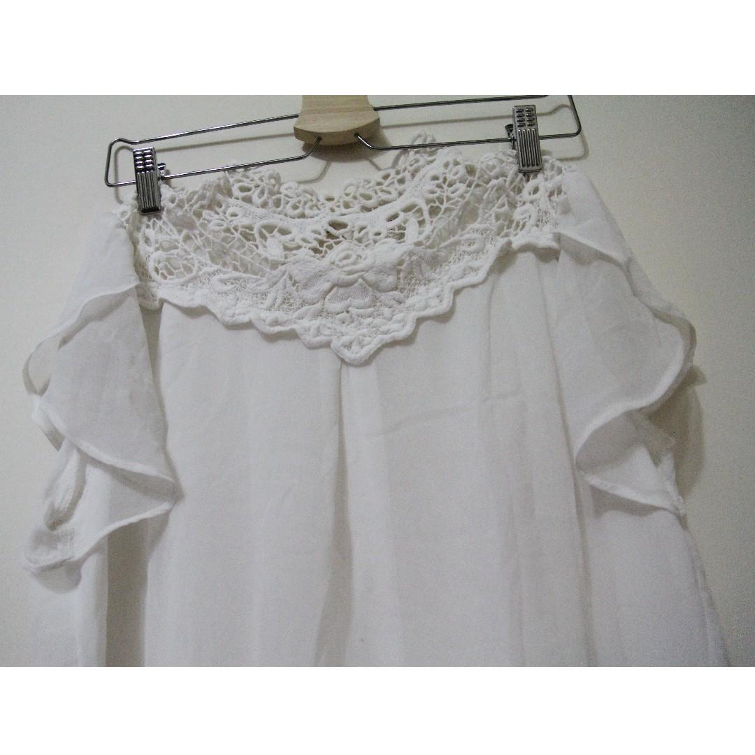 白色雪紡上衣