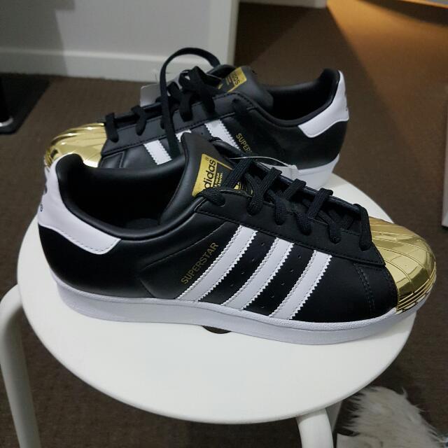BRAND NEW  W TAGS -  Adidas originals  Superstar - Size 7