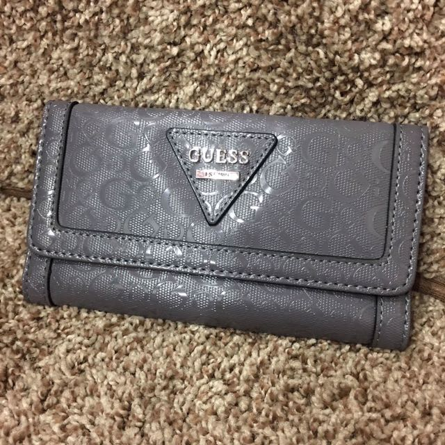 Authentic Guess Wallet