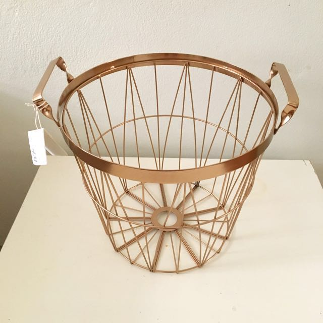 BNWT Copper wire basket with handles