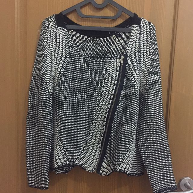 Knitted Black & White Outer