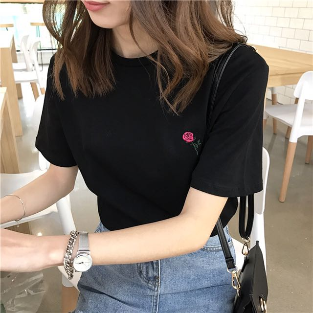 Loose Shirt w/ Flower Embroidery