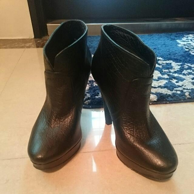 Miss Sofi 黑色高跟短靴