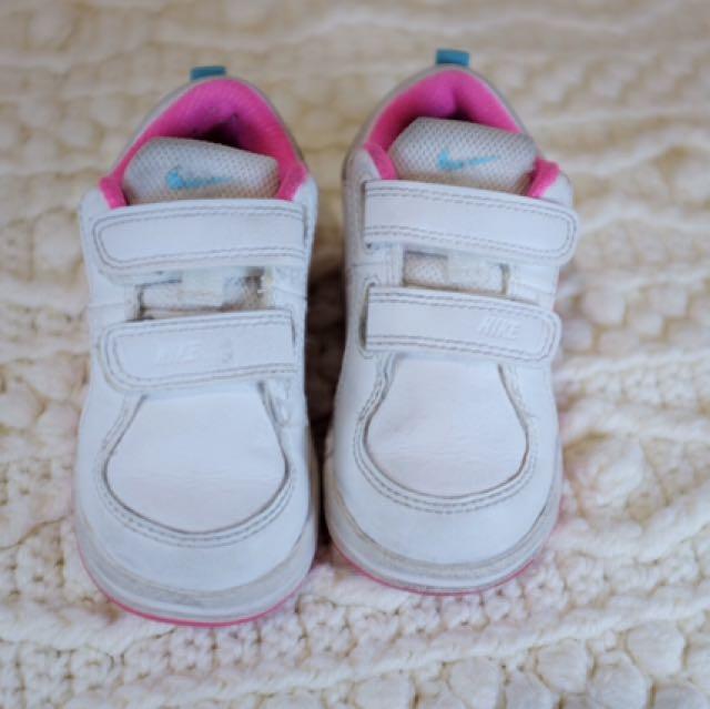 NIKE White Toddler Shoes