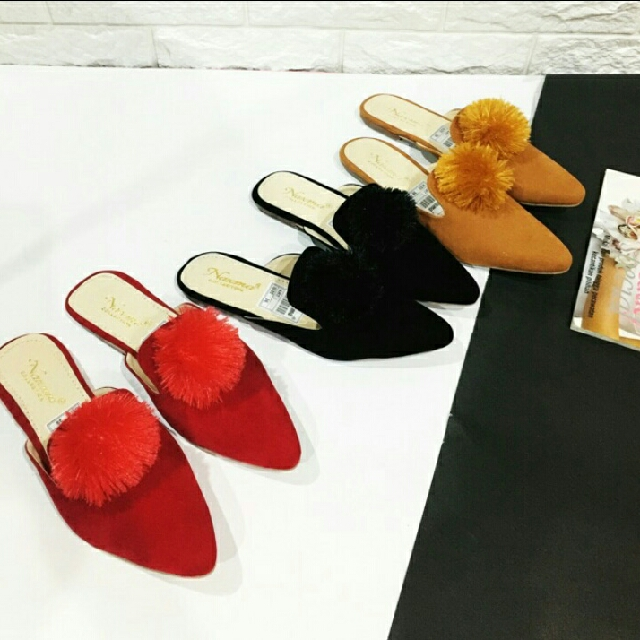 Pompom Flat - Sandals
