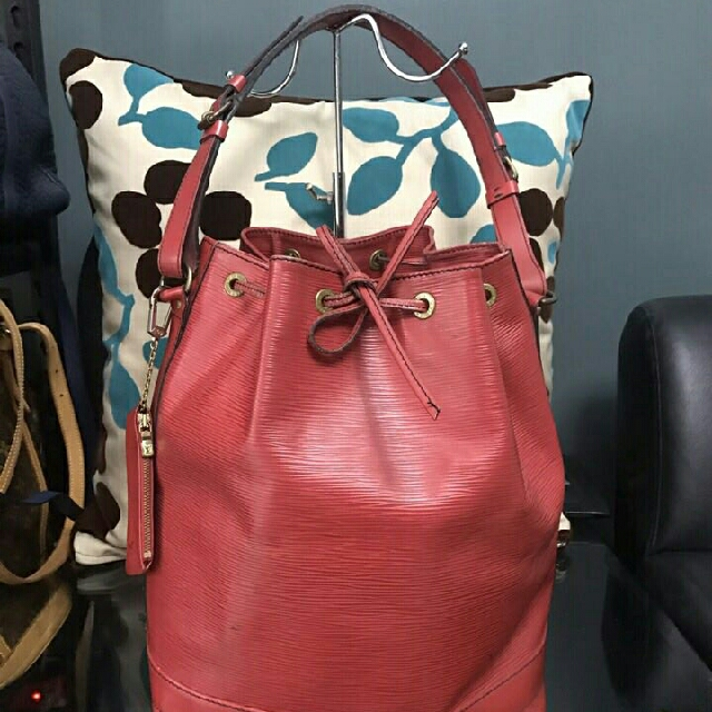 sale sale!!! lv epi noe red gm with cles