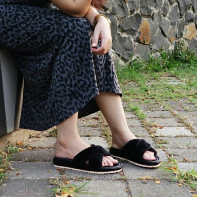 Slipper Bulu -  Sandals