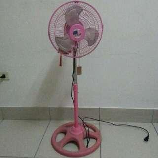 粉紅色小型電風扇