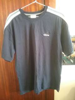 Adidas t shirt size medium