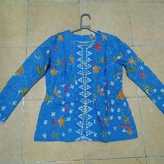 Batik Biru Tanpa Kancing