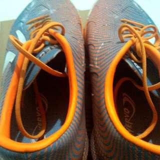 Sepatu Futsal Thunder Bolt Ukuran 41