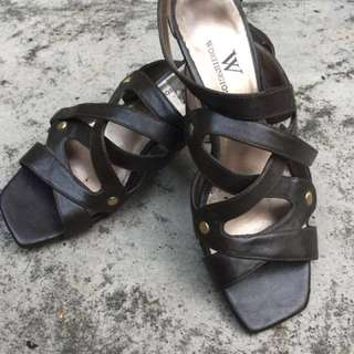 Wedge strappy shoes