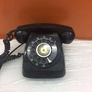 Antique phone (L1R1B)