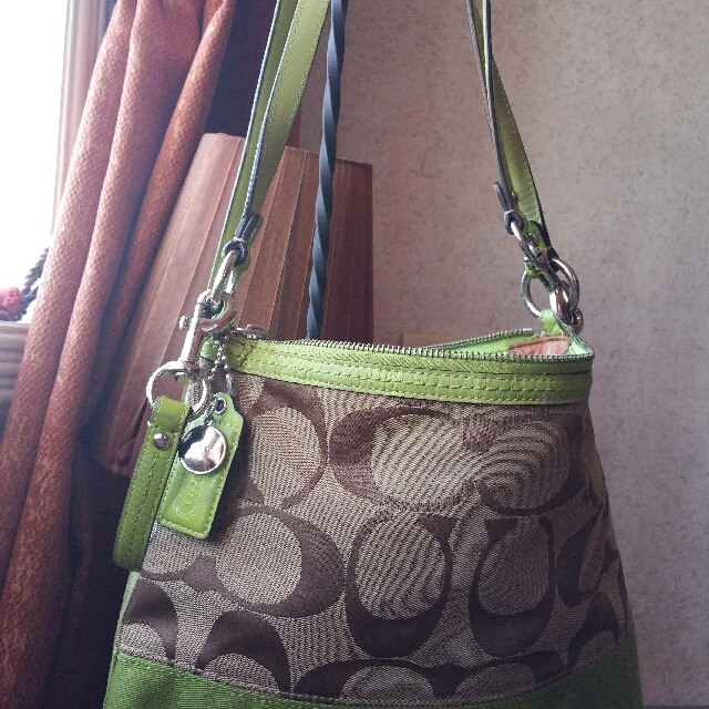 61852b8d297 100%Authentic COACH BAG (2WAY) can be sling or hand bag, Women s Fashion,  Bags   Wallets on Carousell
