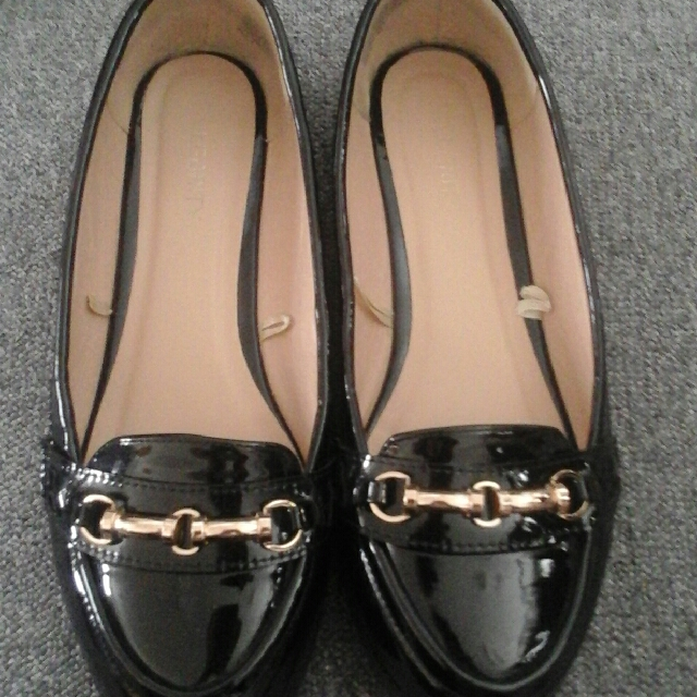 beautiful black and cold shoes size 8