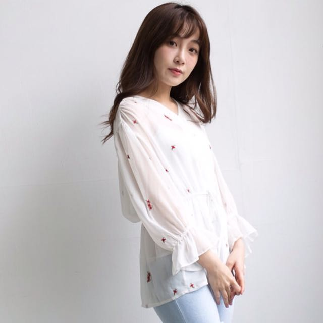 Cozyfee 正韓-刺繡玫瑰縮腰雪紡衫 白色上衣