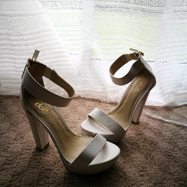 dotti size 8 high heels