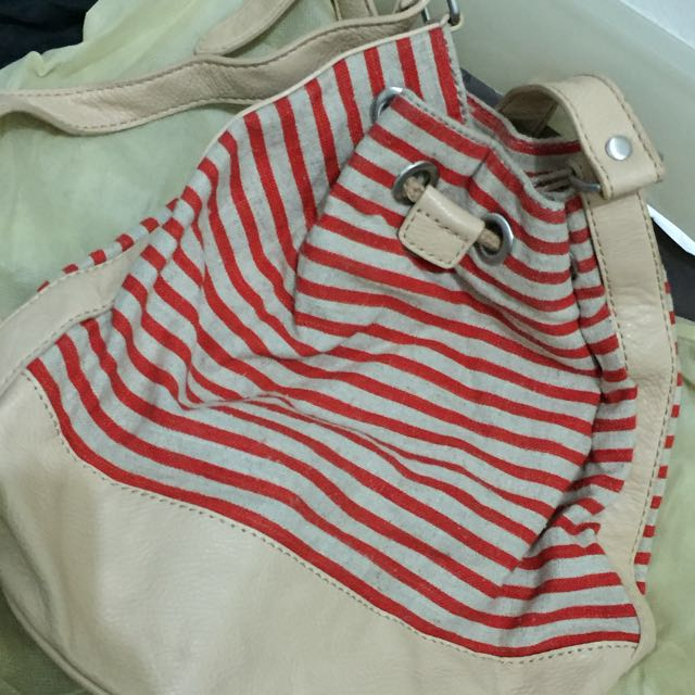 GAP Bag Drawstring Red Stripe -> reprice 125rb