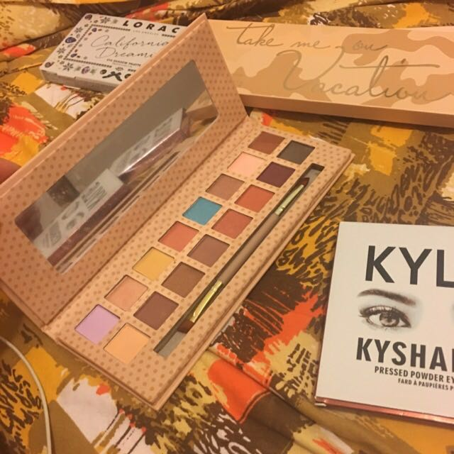 KYLIE Take me on Vacation pallete