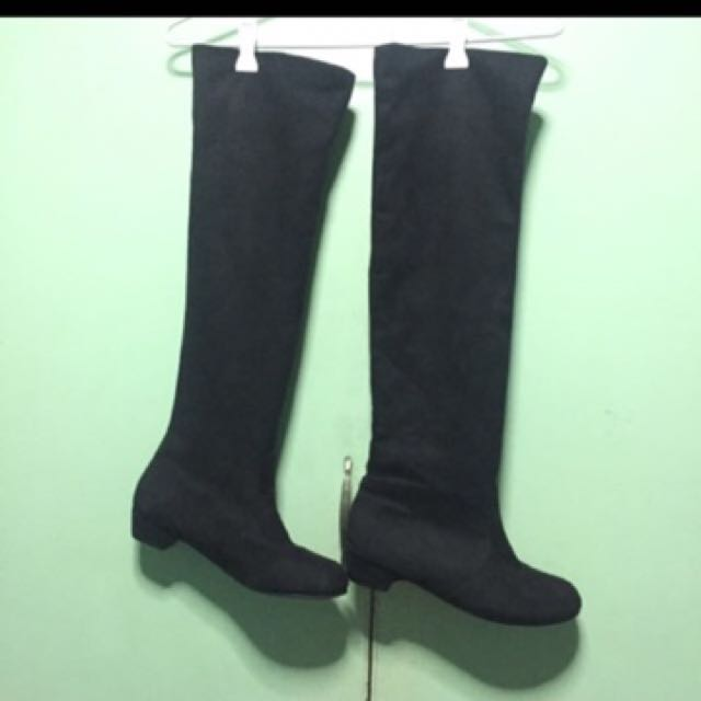 Long Boots Size 8 but fits perfectly on Size 6 feet