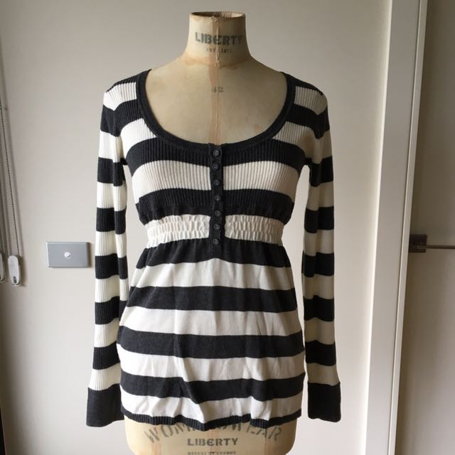 MAKE ME AN OFFER! Witchery Size Small White/grey Sweater