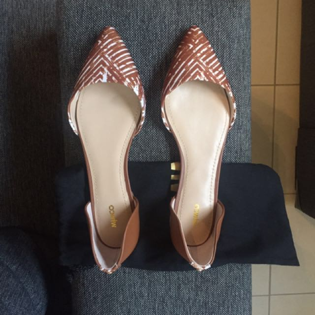 Mimco Tanned Pointed Flats