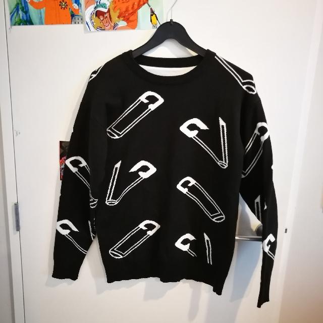 size M black sweater