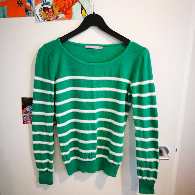 size M green sweater
