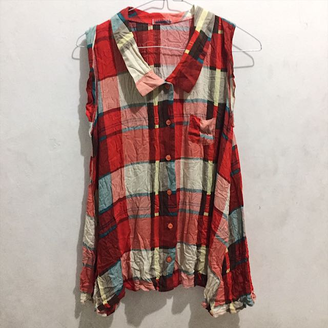 Sleeveless blouse in plaids