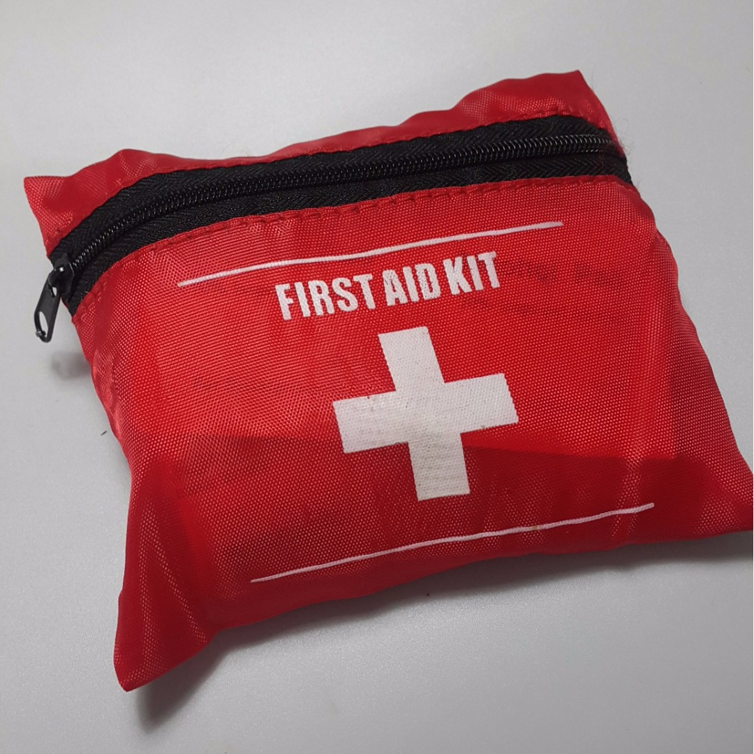 New Small First Aid Kit, Travel Safety Medic Kit Bag 10 piece