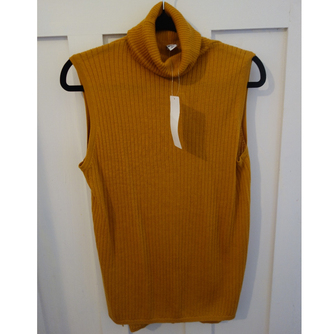 Uniqlo merion wool sleeveless skinny/turtleneck top - size M