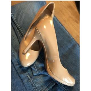 NEW NUDE PATTEN LEATHER HEELS - 6.5
