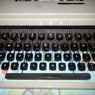 Olivetti Dora Retro Typewriter