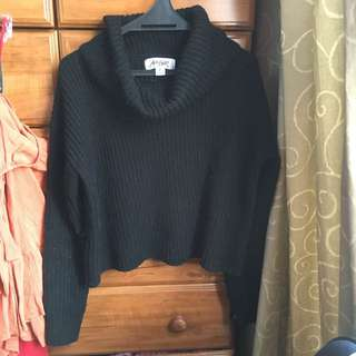 Black crop sweater