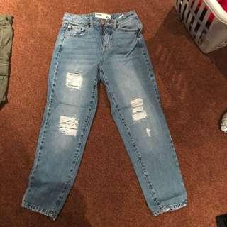 mom jeans/ boyfriend jeans