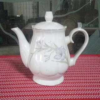 Dainty Teapot