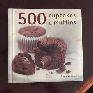 500 cupcakes and muffins cook book