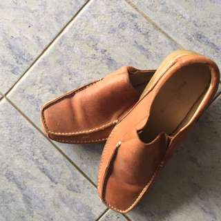 Padini shoe slit in