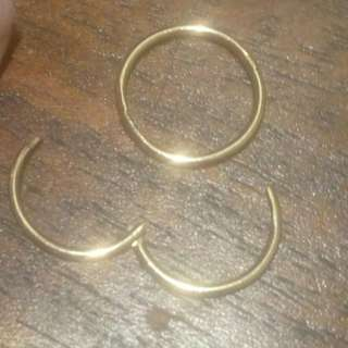 9kt gold sleeper earrings - high quality - barely ever worn