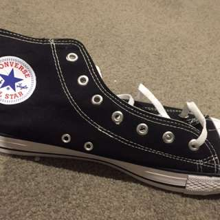 BLACK AND WHITE CONVERSE SIZE 12