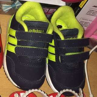 Authentic adidas size 4-5c like new