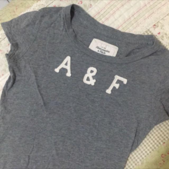 A&F 灰色短袖上衣 xs