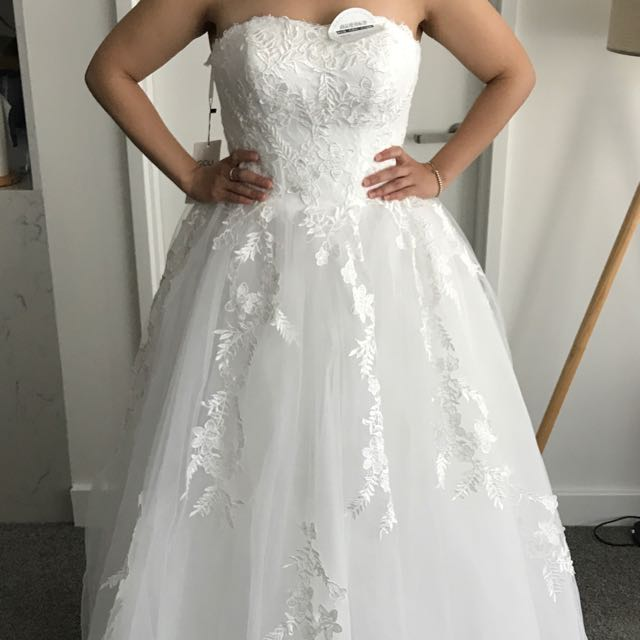 Ball gown laced wedding dress