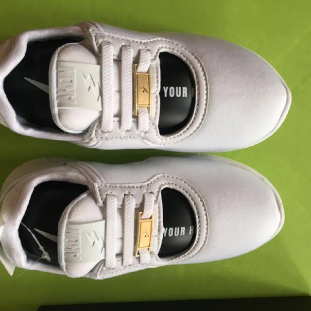全新HUGHUG AKON鞋.size:31 <20cm>