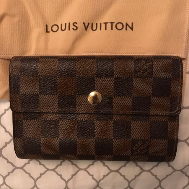 Louis Vuitton Wallet - Authentic