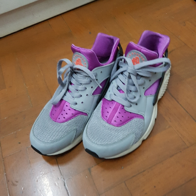 Preloved Nike Air Huarache Gray Shoes 9.5 men's fits 8 or 8.5 men's or 10 women's size